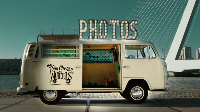 SAY CHEESE ON WHEELS – PHOTO BOOTH OP WIELEN