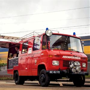 Mercedes food truck Brandmeester