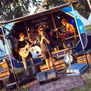 Muziek met foodtruck caravan Sountrek!